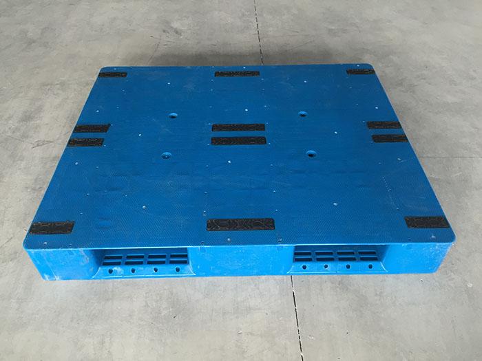 什么样的塑料托盘才要安装防滑垫?